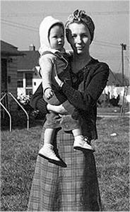 Picture of Sandra Lee Willis, age 15 months, with Dorothy C. Willis Aberdeen, Maryland October 1942