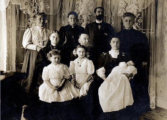 Picture of Frank H. Willis and Francis A. Willis family.