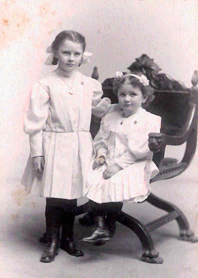 Picture of Ruth and Marion Willis